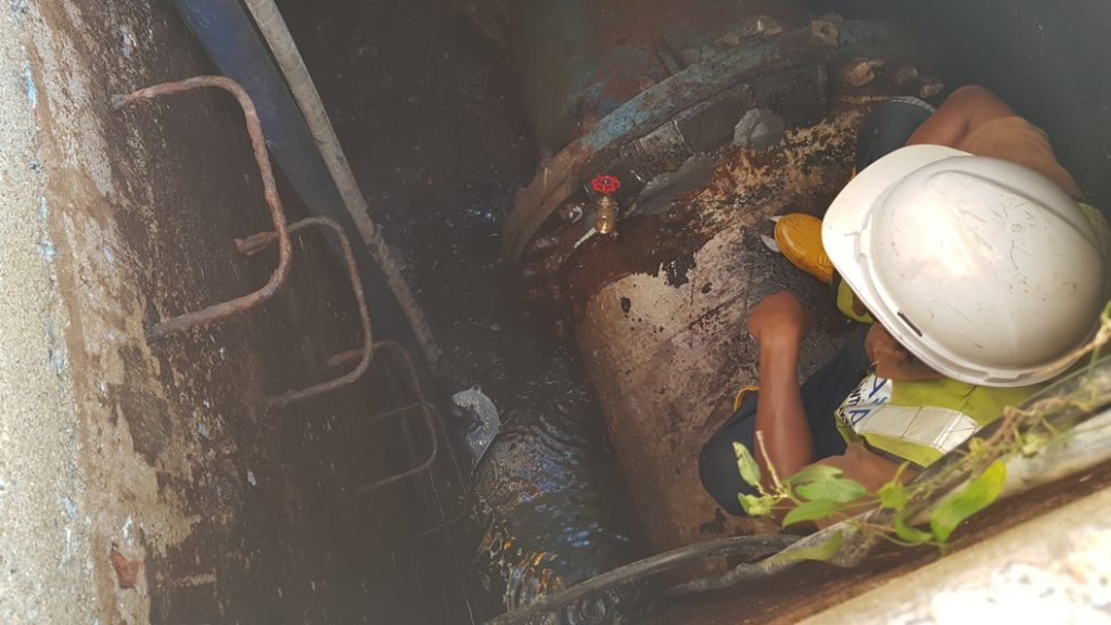 Successful repair of a leaking 900mm water main in an underground chamber carried out by Sylmasta